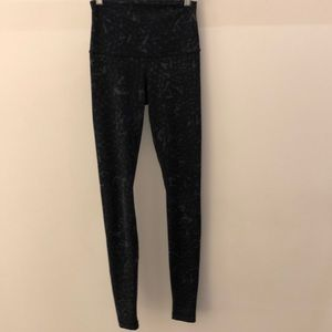 Lululemon black and gray legging, sz 4, 64492